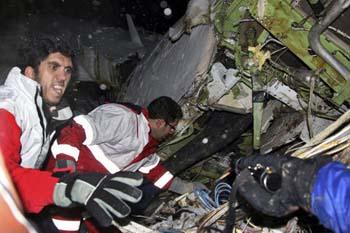 İranda uçak düştü: 70 ölü galerisi resim 1