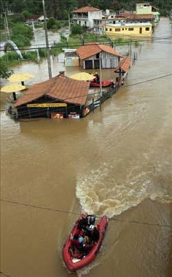 Brezilyada sel suları 270 can aldı galerisi resim 3