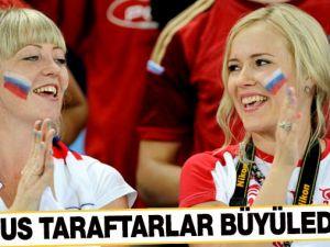 Rus taraftarlar büyüledi