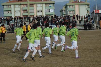 Ilgazspor Yapraklı Belediyespor engelini 2-1le geçti galerisi resim 9