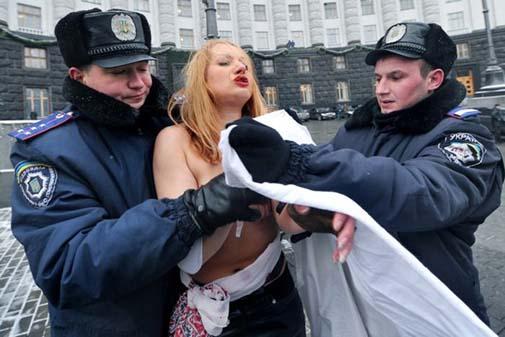 Ukraynada FEMEN Protestoları galerisi resim 14