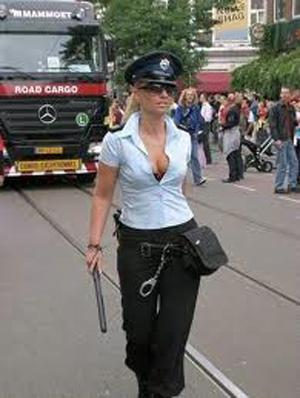 Dünyadan göze hoş gelen kadın polisler galerisi resim 5