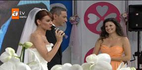 Esra Erol canlı yayında evlendi...
