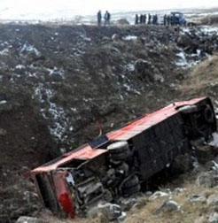 İrandan gelen otobüs devrildi: 42 yaralı