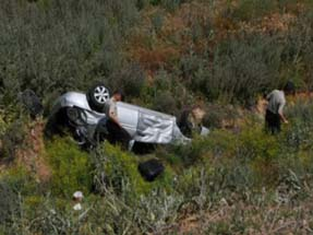 Aksarayda araç şarampole yuvarlandı: 3 ölü