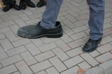 FLAŞ FLAŞ FLAŞ! 74 Numara ayakkabı giyen DEV adama ulaştık!