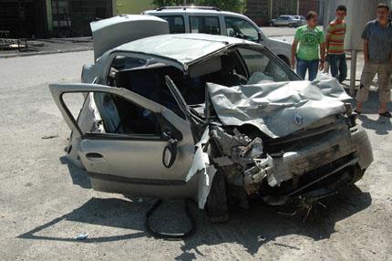 Orta yolunda kaza: 2 yaralı