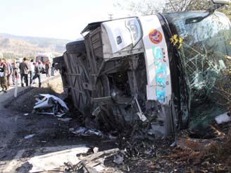 Otoyolda felaket: 3 ölü, 20 yaralı