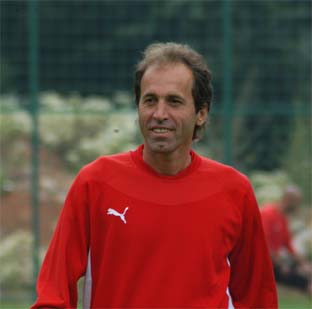 Kaleci antrenörü Göçen, takımdan ayrıldı