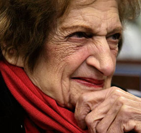 Beyaz Sarayın 90 yaşındaki gazetecisi Helen Thomas