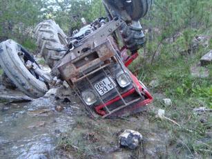 Ilgazda devrilen traktör sürücüsü yaşamını yitirdi