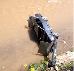 Çankırı'da araç Tatlıçay'a uçtu