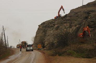 Eldivan yolundaki dev kaya imha ediliyor!