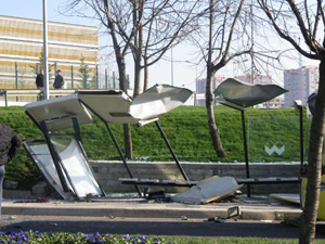 Flaş! Üsküdar'da otobüs durağa girdi: 3 ölü, 5 yaralı