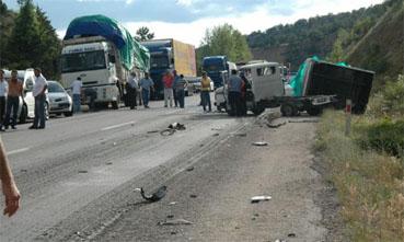 SON DAKİKA: Ilgaz - Tosya sınırında feci kaza: 3 ölü!