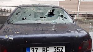 Dolu yağışı dakikalar içinde araçlara ve evlere hasar verdi