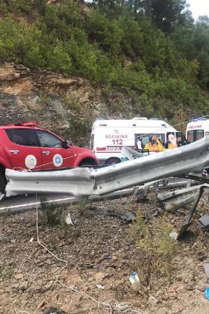 Antalya'da minibüs devrildi: Bir kişi öldü, çok sayıda yaralı var