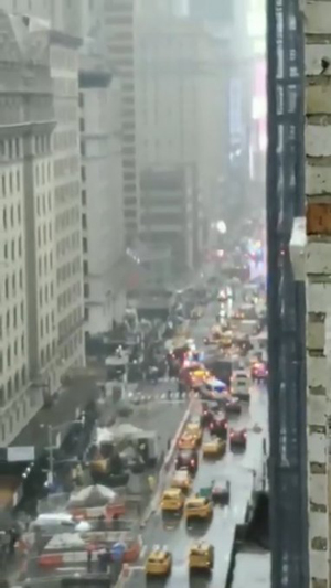 New York'da helikopter, gökdelene çarptı! Pilot öldü