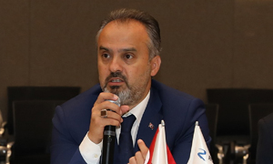 Eleştirilerin hedefi olan AKP'li başkan o şirketlerden istifa etti!