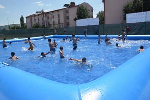 Başkan Öztürk'den Ilgazlı çocuklara yüzme havuzu