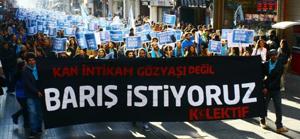 AYM'den 'Barış istiyoruz' afişine özgürlük
