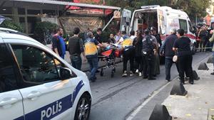 Beyoğlu'nda bir kahvehaneye silahlı saldırı! Bir kişi öldü