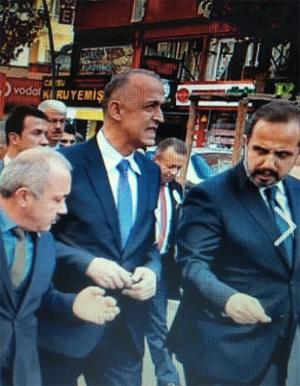 Çankırı Valisi Aktaş, AKP'nin düzenlediği yürüyüşte en ön safta!