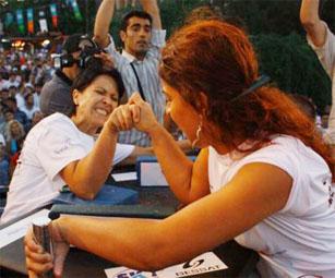 Üniversiteliler Çankırı'da bilek güreşine çıkıyorlar!
