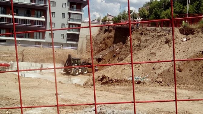 Çankırı'da müteahhidin hırsı vatandaşın canını tehlikeye atarken Belediye nerede?