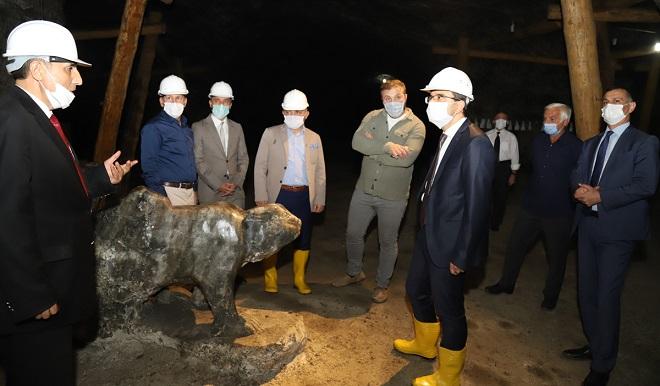 Vali Ayaz, Tuz Mağarasında incelemelerde bulundu