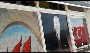 İYİ Parti Orta İlçe Başkanlığı binasındaki Atatürk posterine çirkin saldırı!