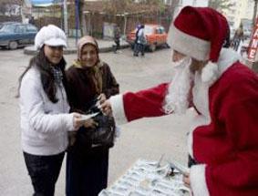 Noel Baba Çankırıda şans dağıtıyor!