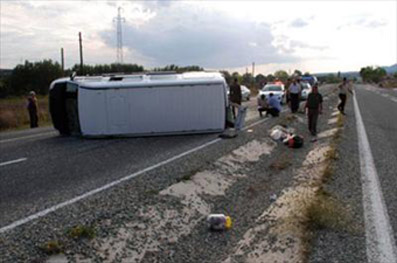 Atkaracalar girişinde kaza yapan minibüste 22 yaralı!