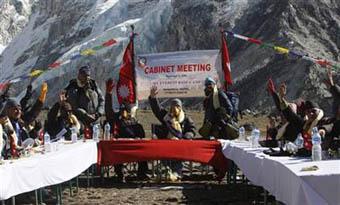 Everestin tepesinde bir hükümet