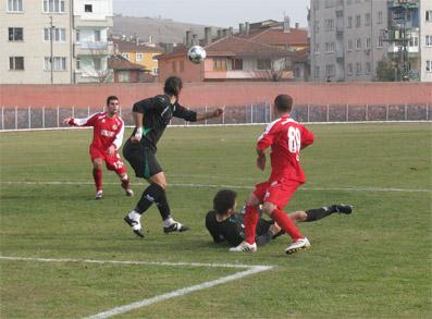 İçerideki maçlar takımı ve taraftarı mutlu ediyor: 2-1