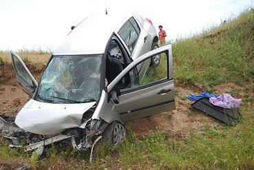 Yapraklı - Yenice köyünde araç şarampole yuvarlandı! 1 ölü