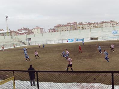 Pursaklarspor, hakem ve soğuk hava işbirliği ile  kazandı: 2-1