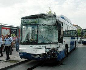 Ankarada iki belediye otobüsü çarpıştı