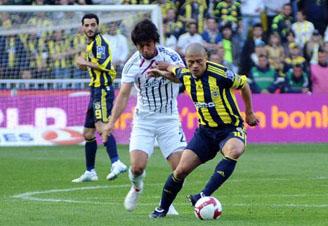 Fenerbahçe, Beşiktaşı yenerek şansını sürdürdü: 1-0