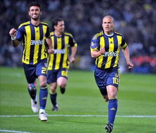 Fenerbahçe liderliğini devam ettirdi: 2-0