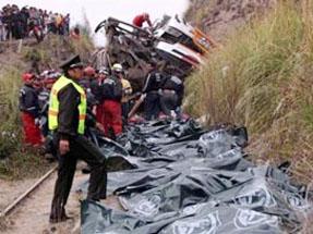 Otobüs uçuruma yuvarlandı: 38 ölü