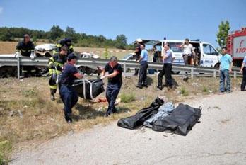 Otomobil kamyonetle çarpıştı: 4 ölü, 3 yaralı