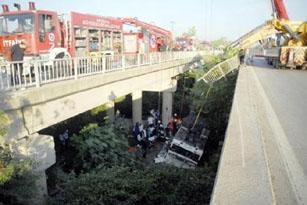SON DAKİKA! Tur otobüsü dereye uçtu: 16 ölü