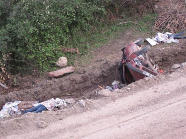 Şarampole yuvarlanan araçtan 3 ölü, 2 yaralı çıktı