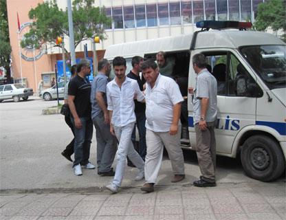 Polis 6 kişiyi yakaladı, mahkeme 5ini serbest bıraktı