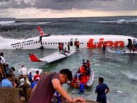 Yolcu uçağı okyanusa iniş yaptı.