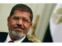 Mısır'ın devrik lideri Mursi mahkemede öldü!