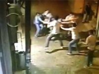İstiklal Caddesinde boğazından bıçaklandı!