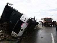 Otobüs şarampole devrildi: 54 yaralı