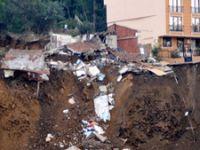 Üsküdar'da belediye inşaatında çökme